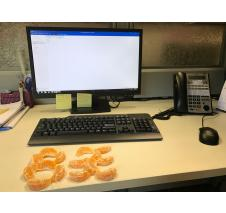 Work desks situation: Orange wedges forming auspicious words such as '旺' which means prosperity.